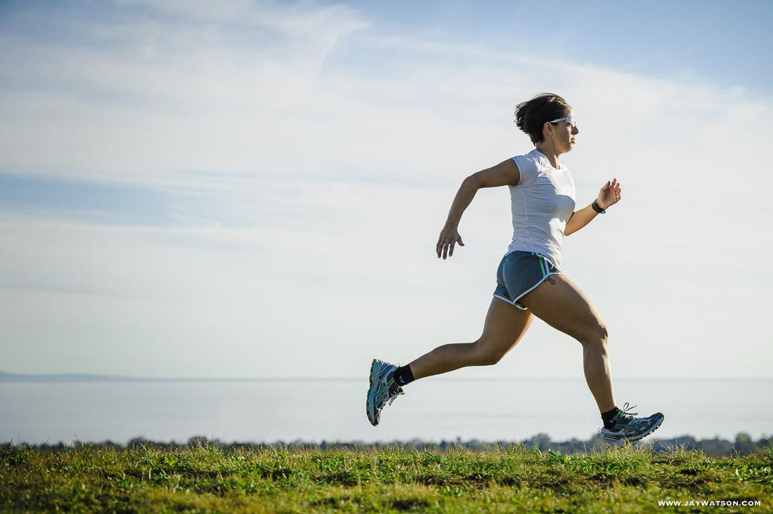 Triathlete Elle Washburn running.